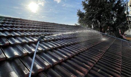 Artisan couvreur zingueur pour le démoussage et le nettoyage de toiture en promotion à Villeurbanne